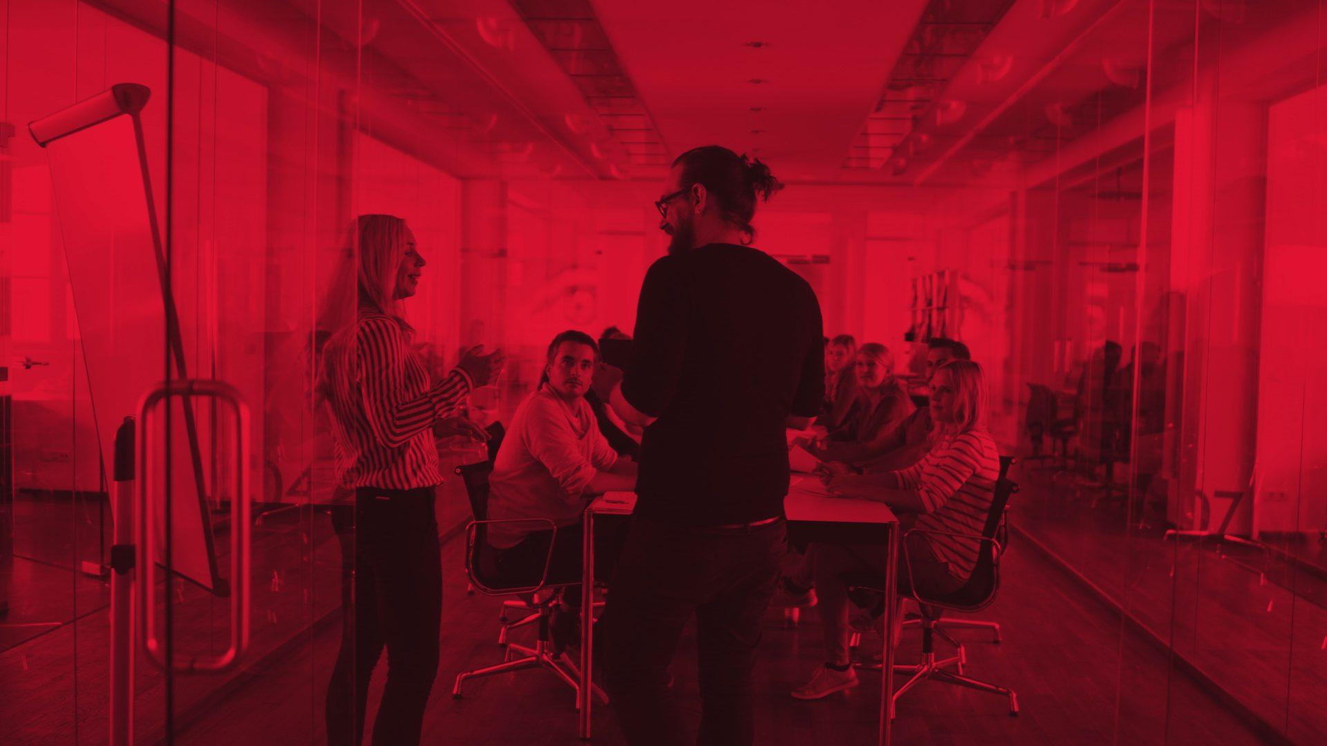 Digitale Transformation – das will jeder Entscheider, der sich von digitalen Lösungen mehr Kunden, mehr Kaufabschlüsse und mehr Effizienz verspricht.